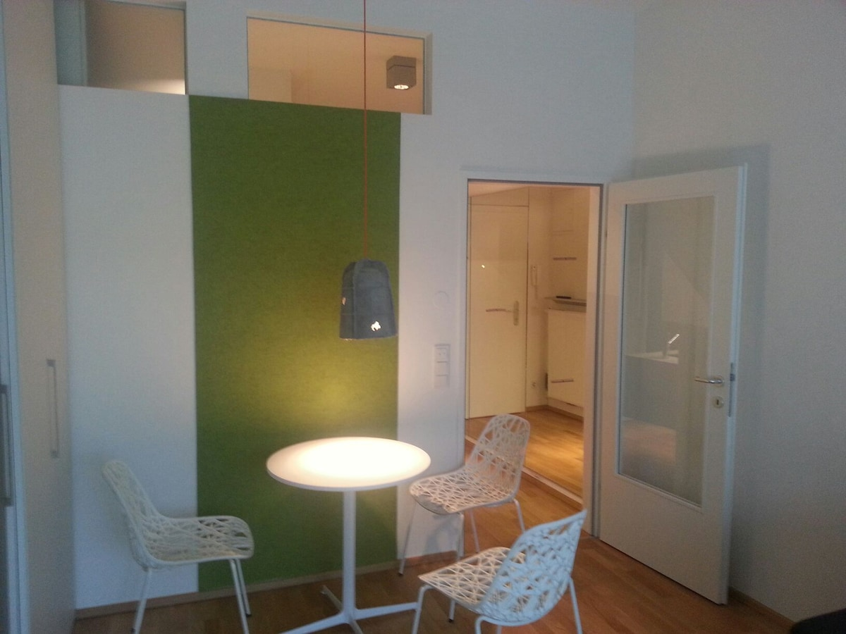 guest-matress in 35m² flat (share)
