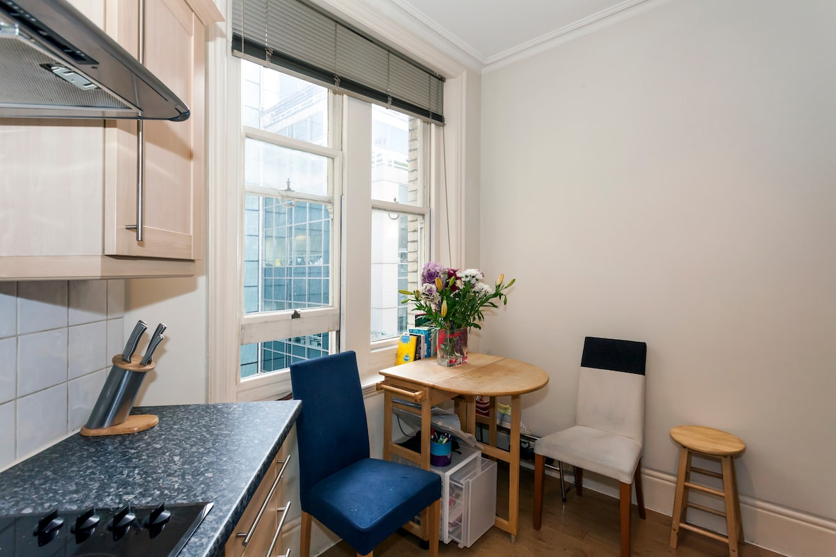 COZY & CENTRAL FLAT . GREAT REVIEWS