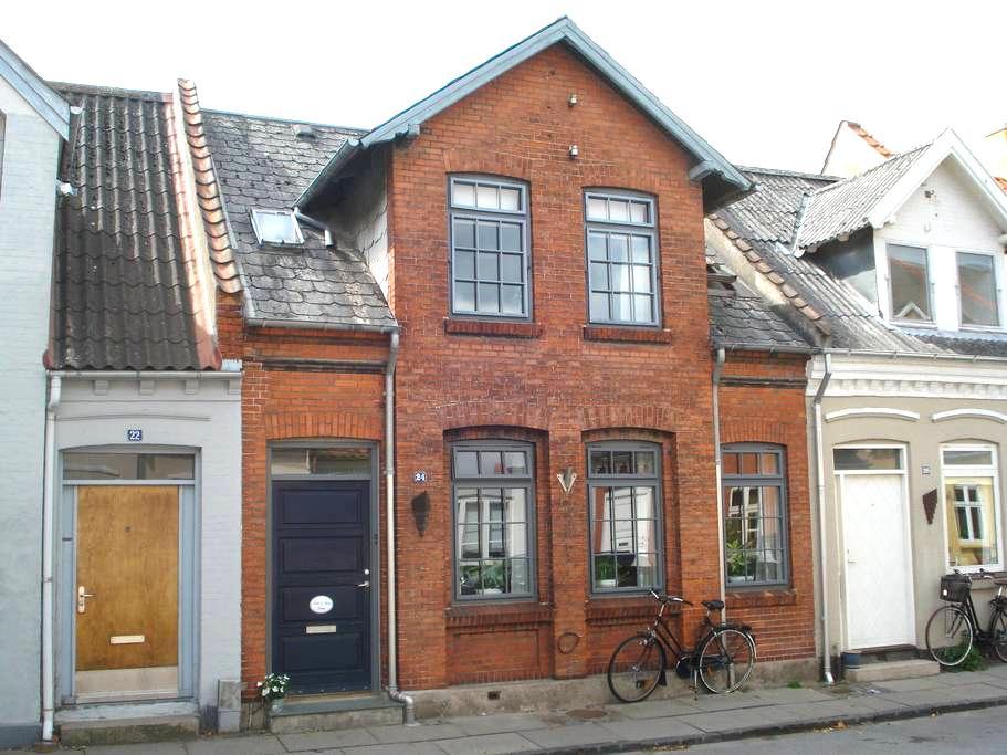 Dejligt værelse i Odense Centrum - Odense - Villa