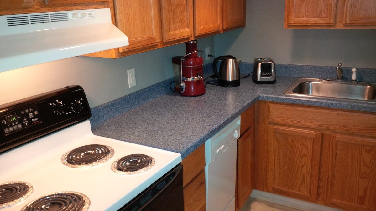 Kitchen includes use of juicer, coffee maker, oven, fridge, microwave, dishwasher, pots/pans, dishes and utensils.  Guests may prepare their own meals, or enjoy Cheryl's home cooked breakfast offering.  The laundry room (not pictured) is next to the kitch