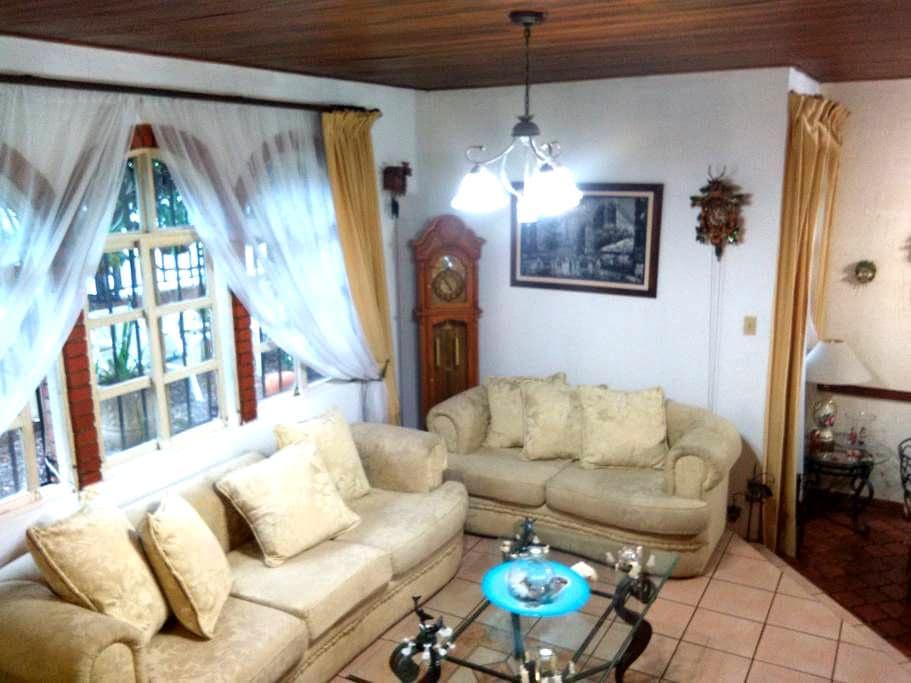 Beautiful private room near to San Jose town - San José  - Huis
