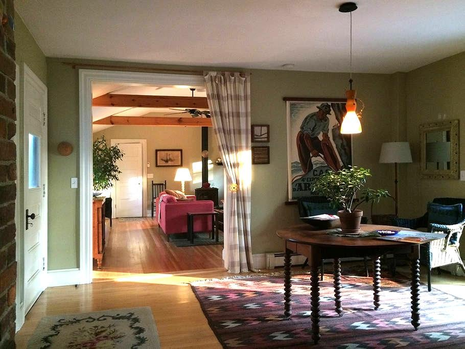 Beautiful Comfy House, Great Location - Eliot