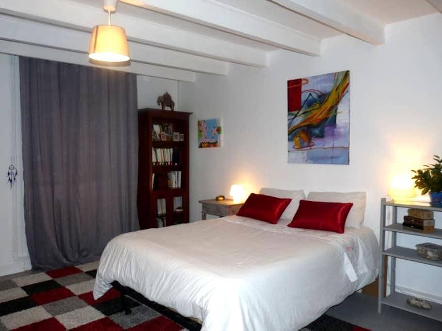 Jolie chambre dans maison de village - Saint-Brice - ที่พักพร้อมอาหารเช้า