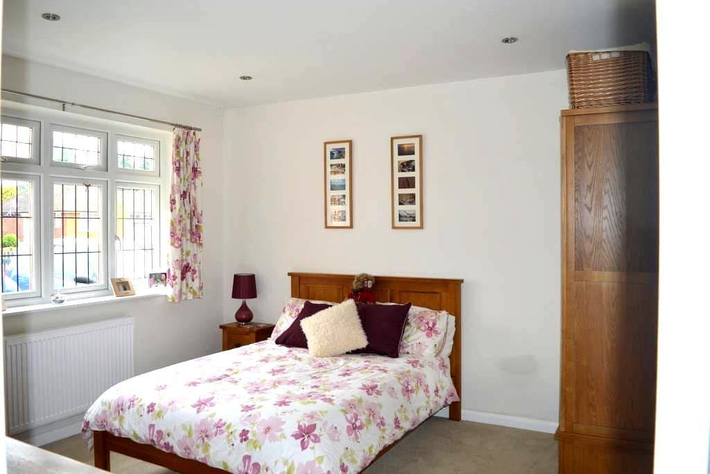 Pretty Chilterns home near London - Little Chalfont - Huis