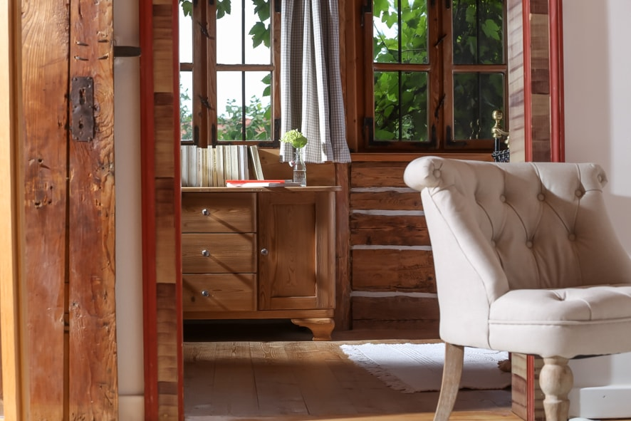 COTTAGE - COSY, HOMEY, LOVELY