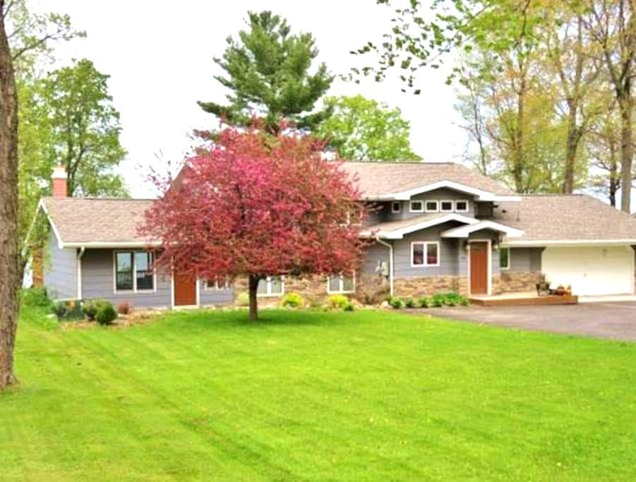 Beautiful lake home on Mille Lacs - Isle - Talo