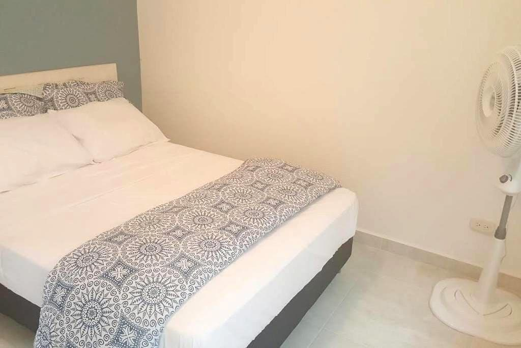 Private, quiet room with ensuite, courtyard & wifi - Palomino - Apartment