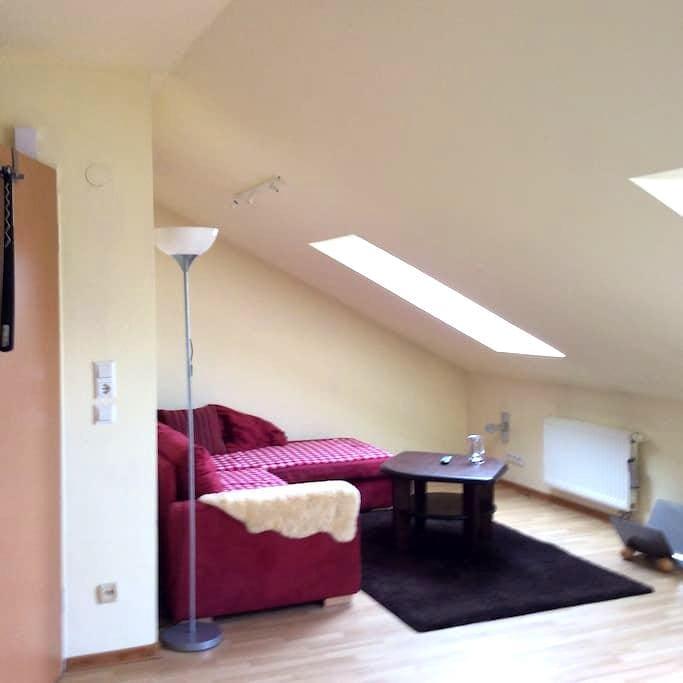 Gemütliche Dachgeschosswohnung - Bad Bramstedt - Apartamento