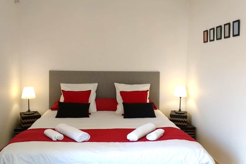 Chambre Grand lit et accès piscine - Carnoux-en-Provence - Villa