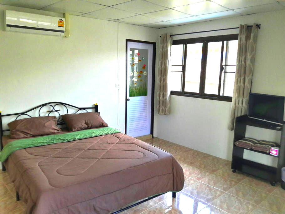 cozy a/c room next temples! - bangkok - Bed & Breakfast