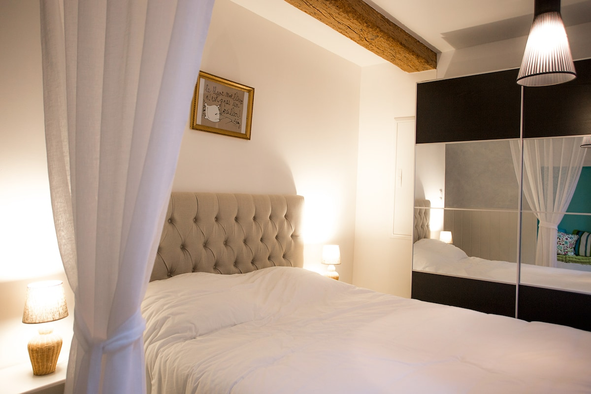 Lovely Bed Apartment in Pézenas