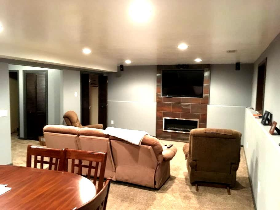 Newly finished basement - privacy and comfort - Sioux Falls - Maison