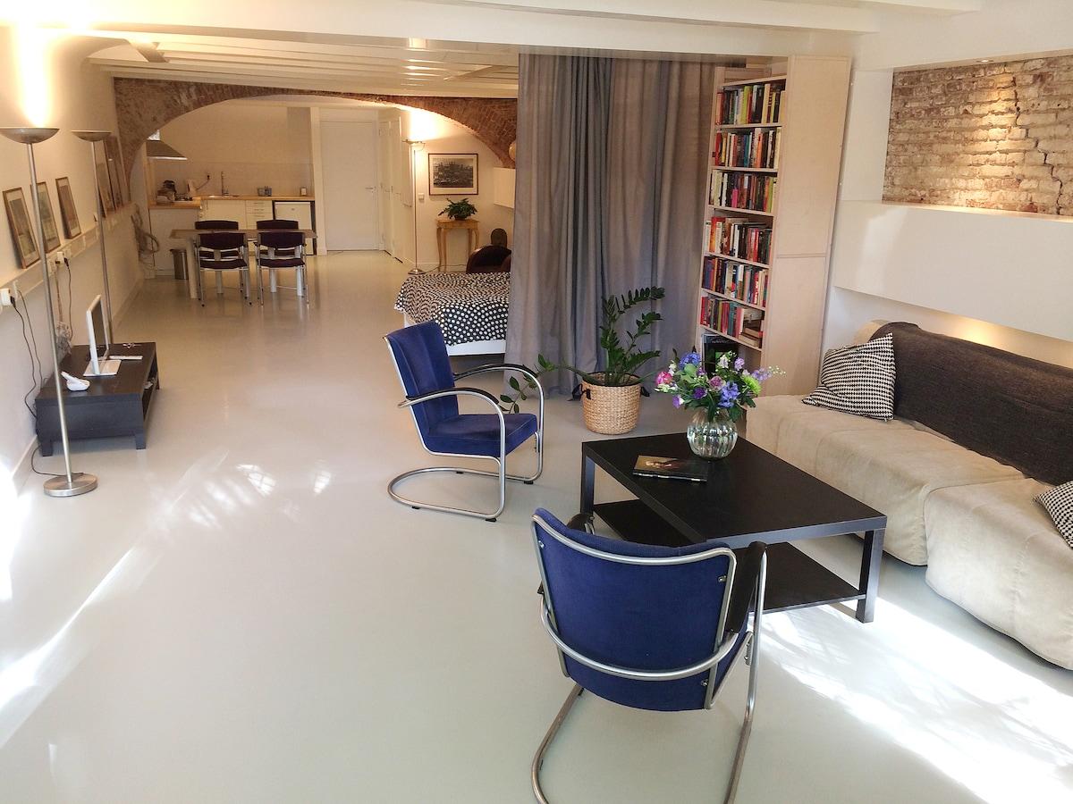 Premium canal-house studio/loft