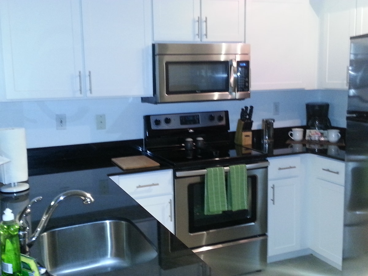 2 br Heart of Miracle Mile Gables
