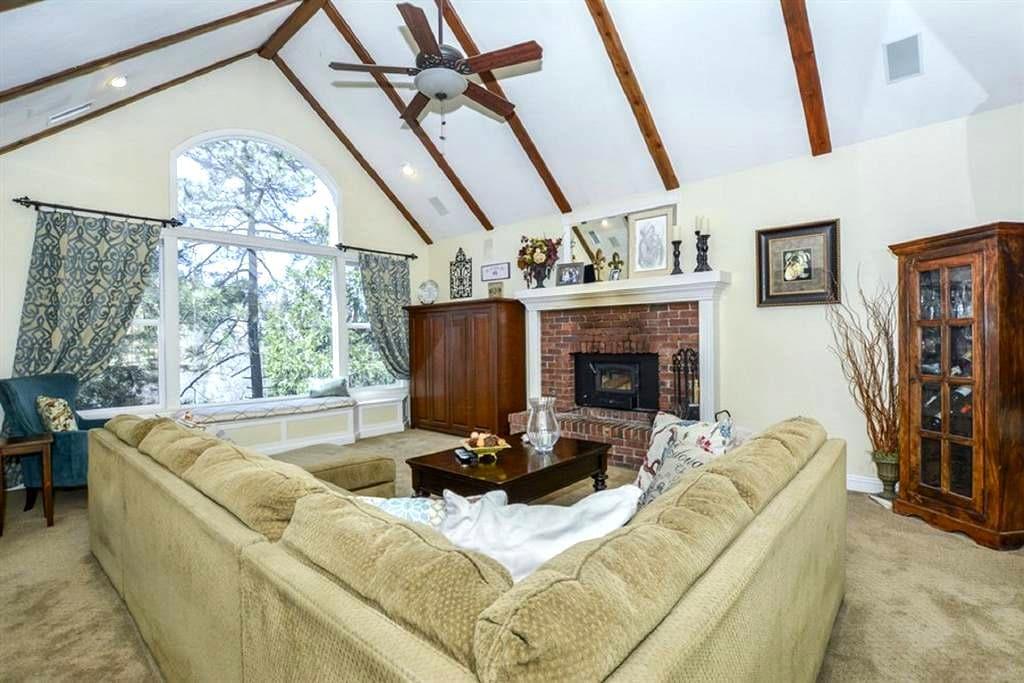 Buck's Mountain Retreat - Relax in Comfort! - Lake Arrowhead