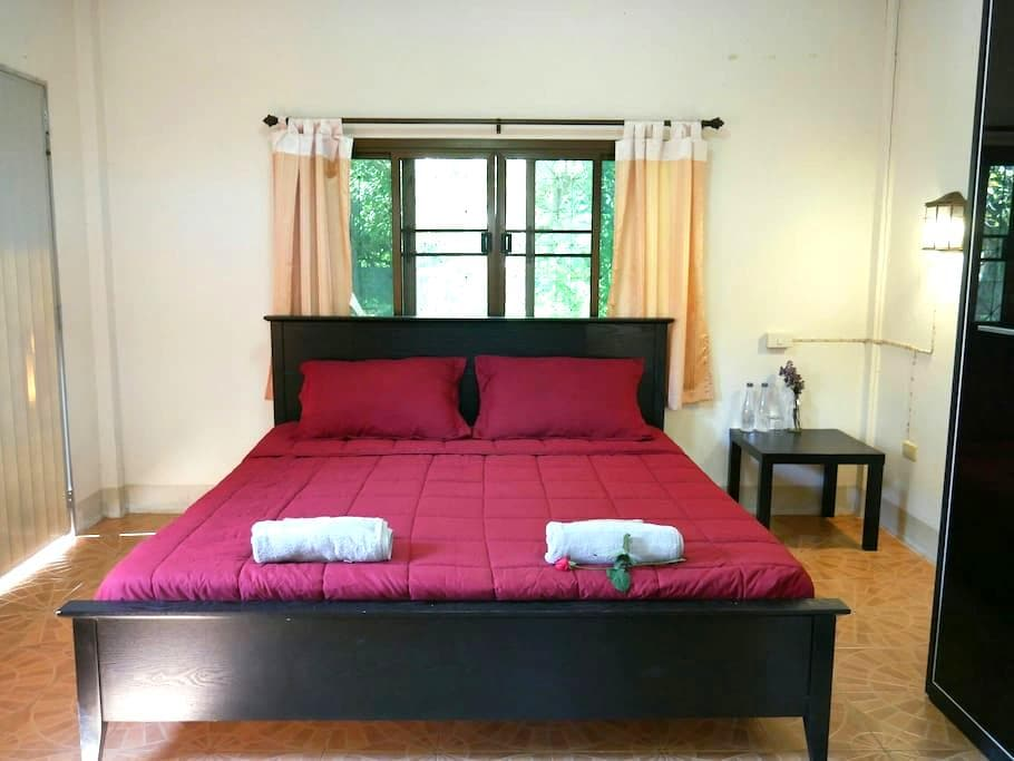 Microkosmos Guest House (Chiang Dao) 1 bed - Chiang Dao - เกสต์เฮาส์