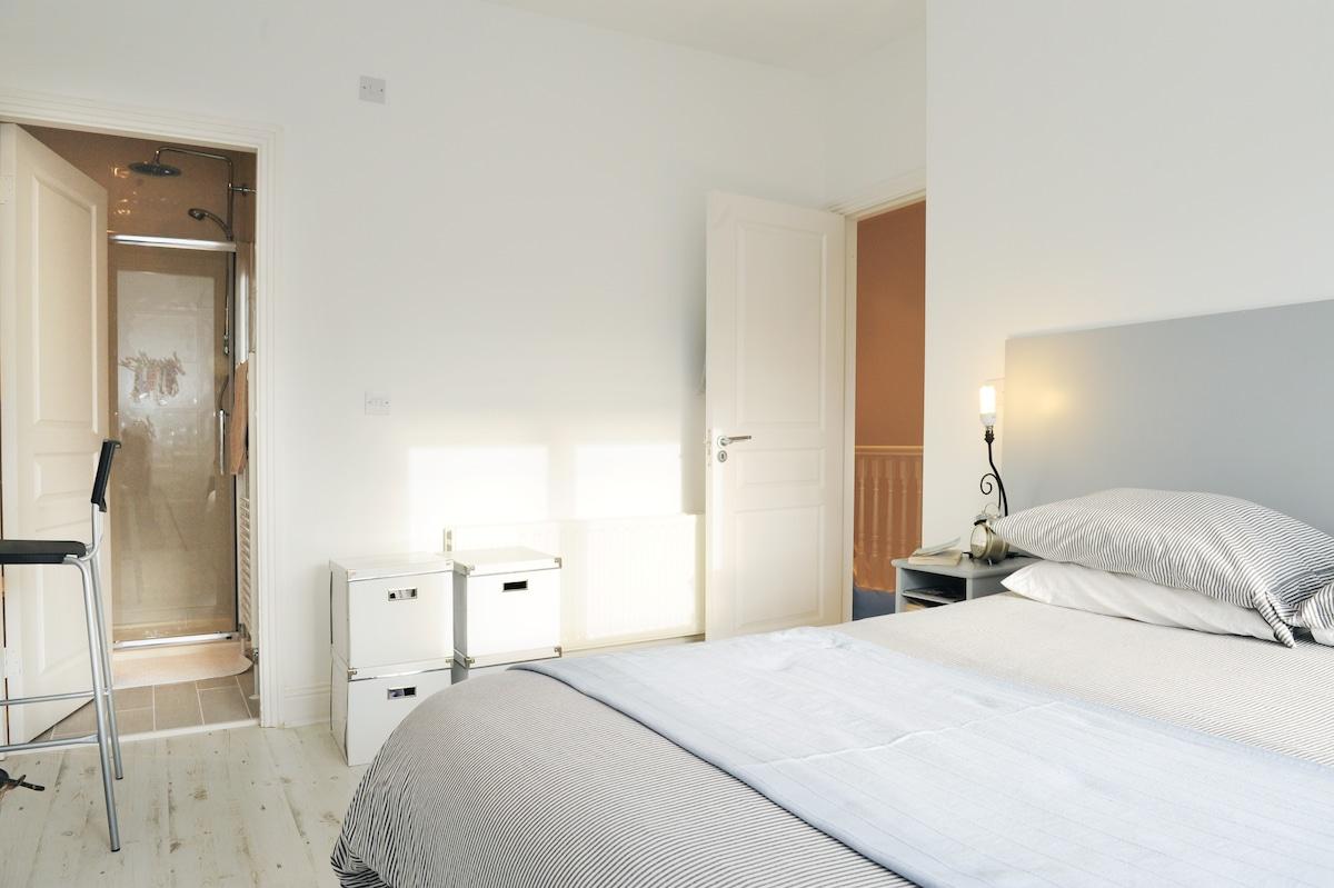 Airy, Spacious Dublin Apartment