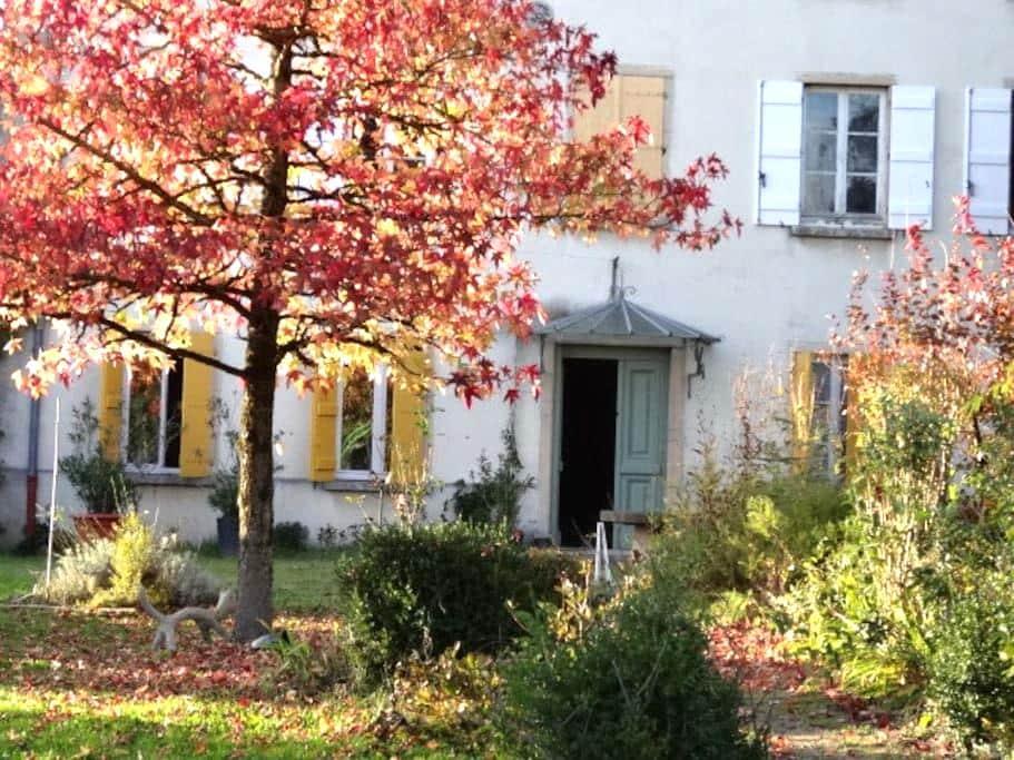 Maison aux volets jaunes - Saint-Albain - Hus