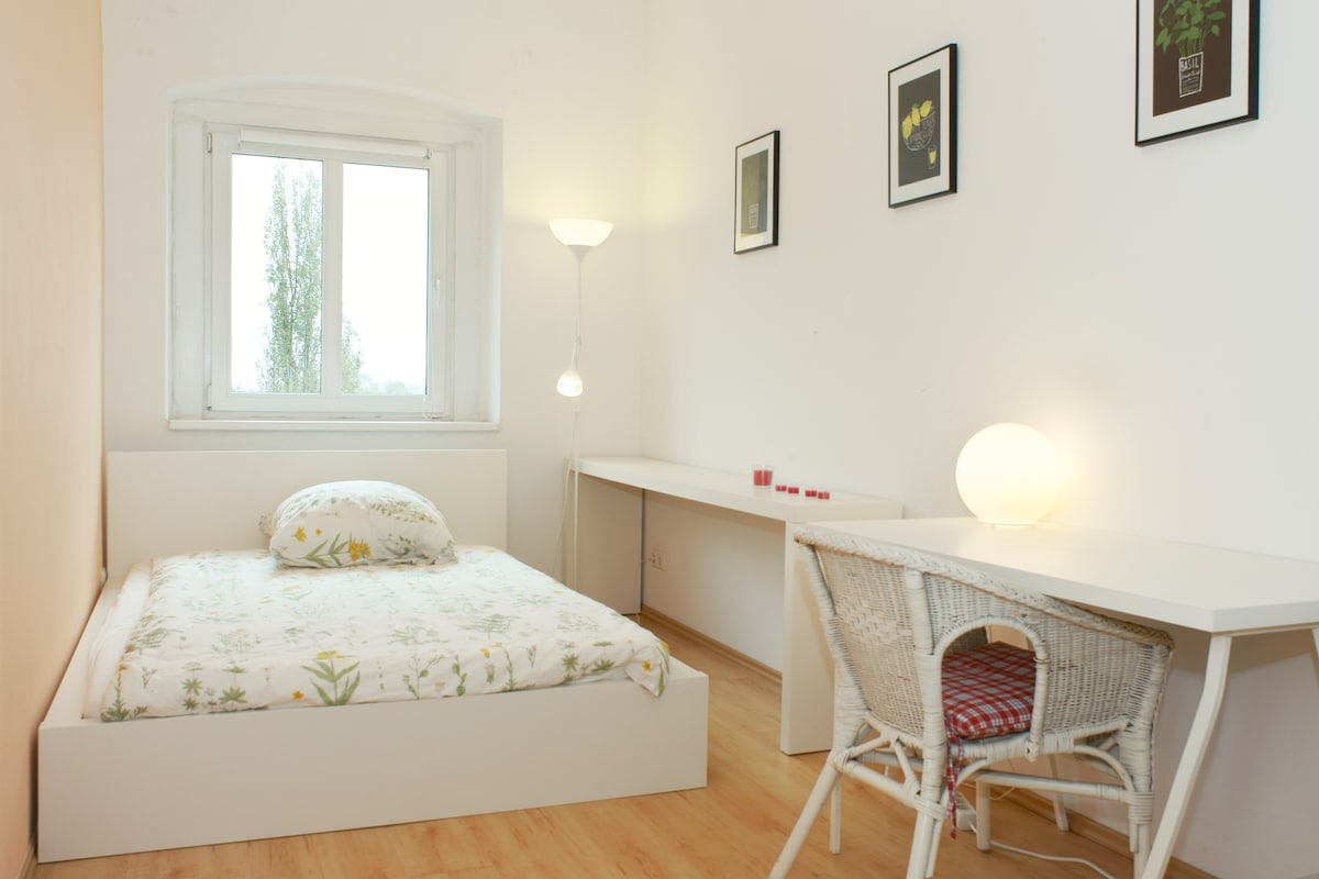 Central & spacious with double bed