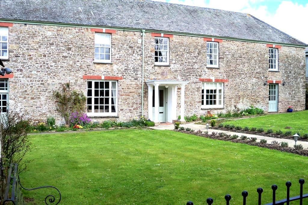 CHARMING WING OF A DEVON FARMHOUSE - Umberleigh - Hus