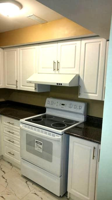 Brand new apartment with entrance - Markham - Wohnung