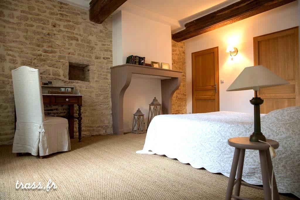 Une belle grande chambre romantique - Givry - Haus