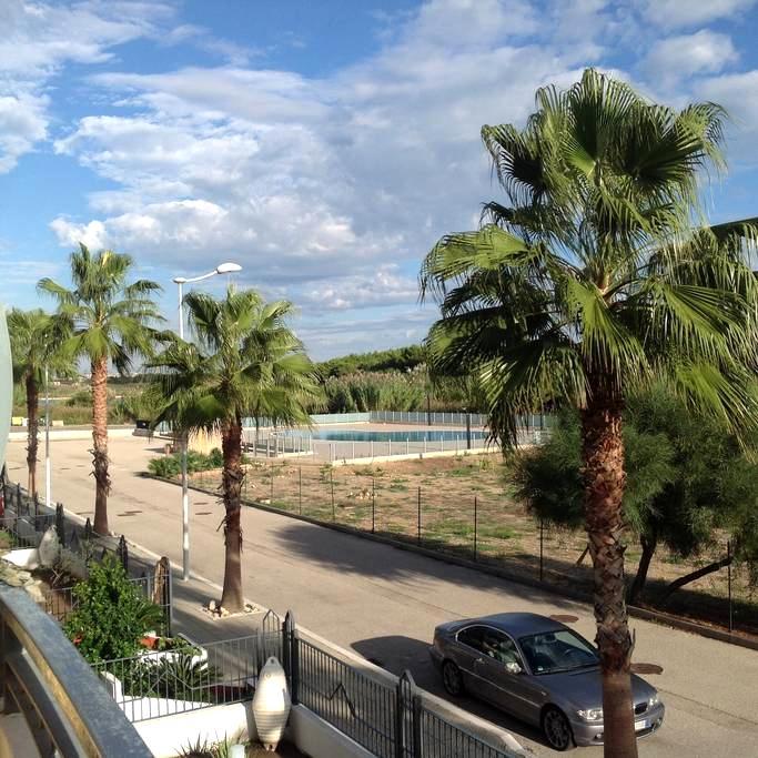 Beachfront Private Condo with Pool - Campomarino