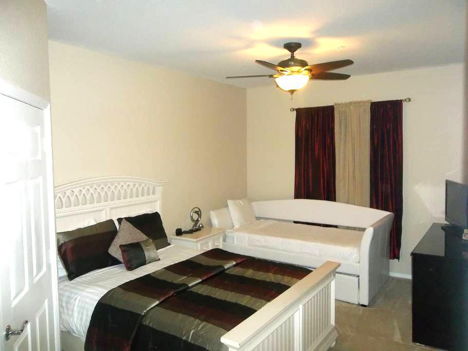 private room and bath with free parking - Orlando - Apartamento