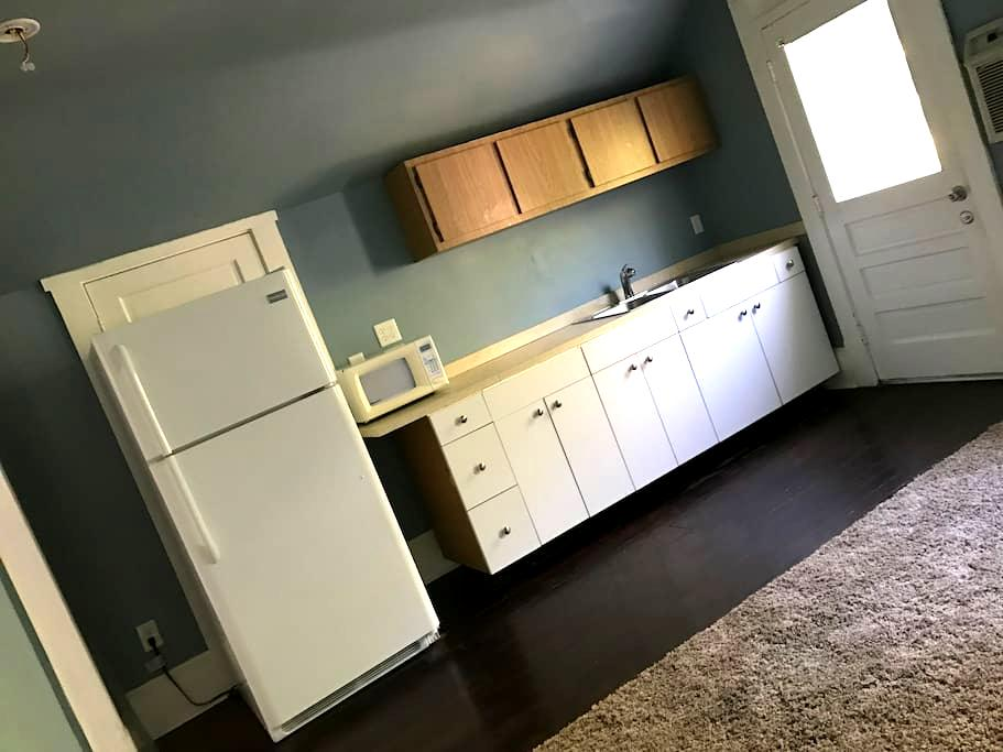 Historical Building Upstairs Separate Apartment - Fort Myers - 아파트