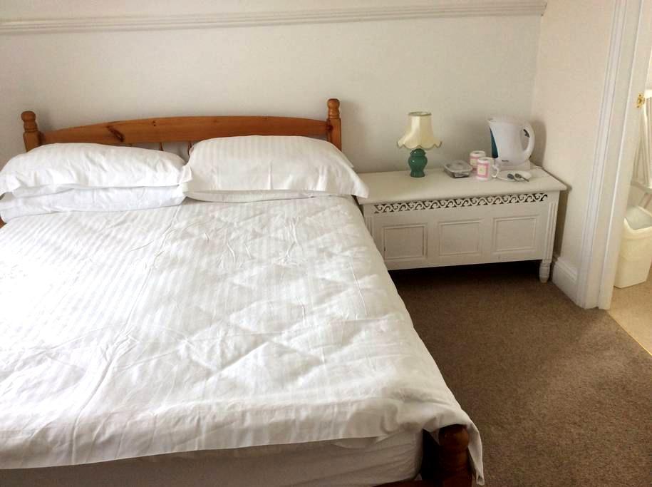 Double bedroom with en-suite bath - Watchet - Overig