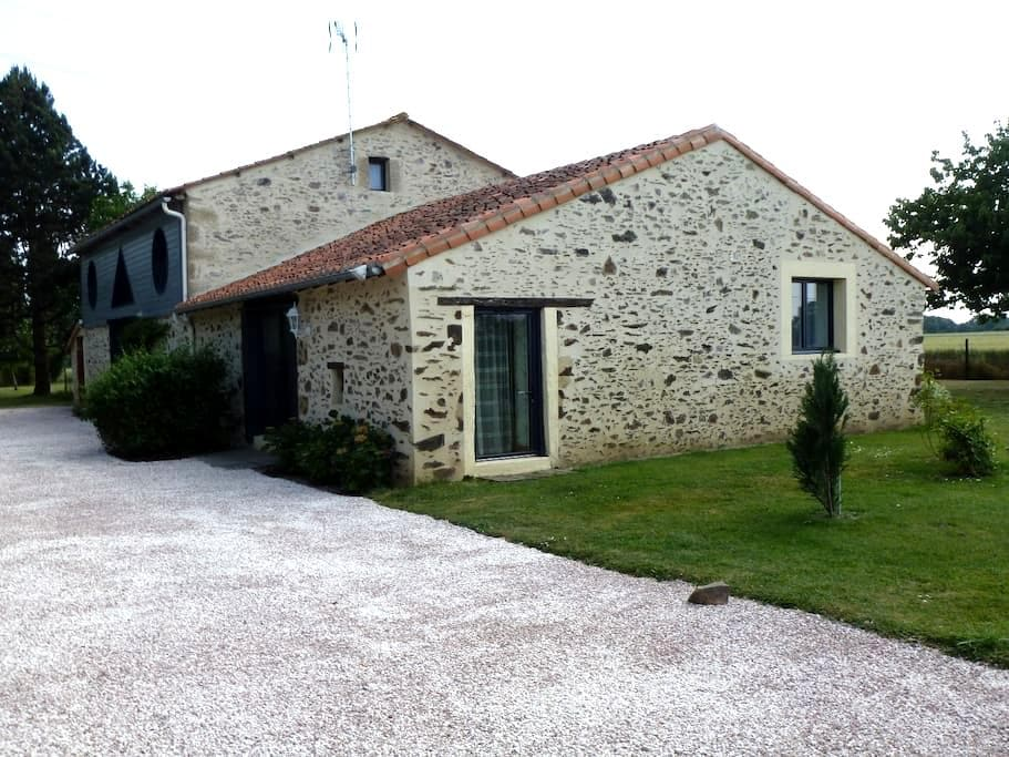 gîte rural 2(5) pers. 50m² 1 chambre,jardin 3000m² - Les Cerqueux-Sous-Passavant - Dům