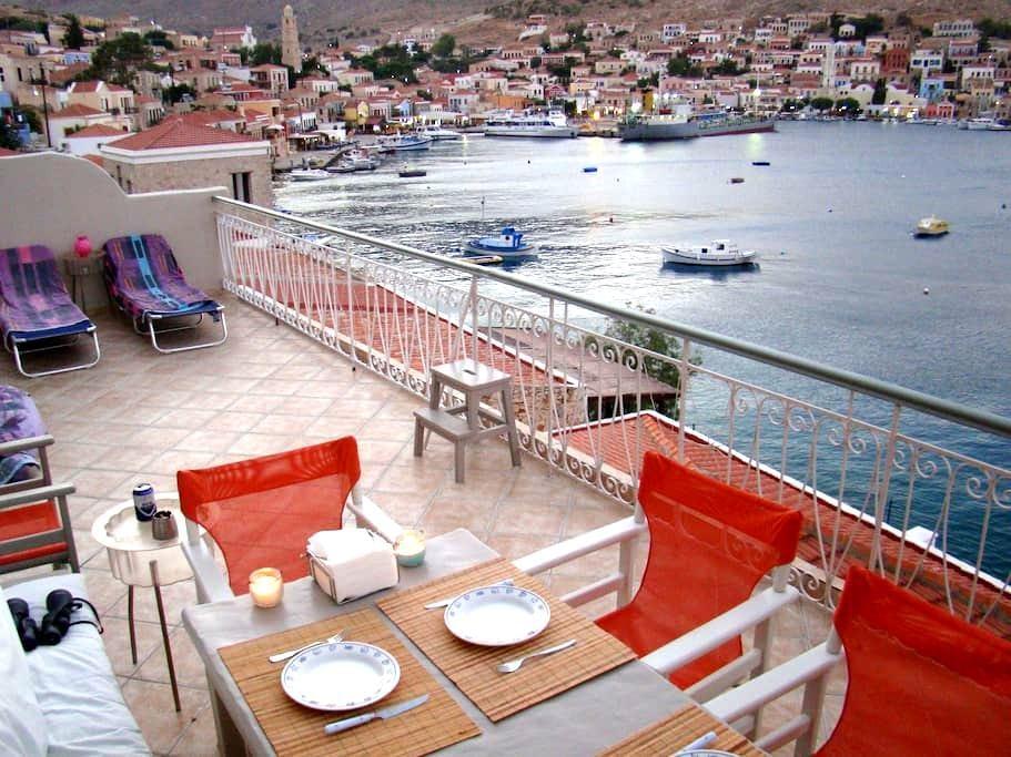 Polyxeni's Villa at the Sea - Chalki  - Dom