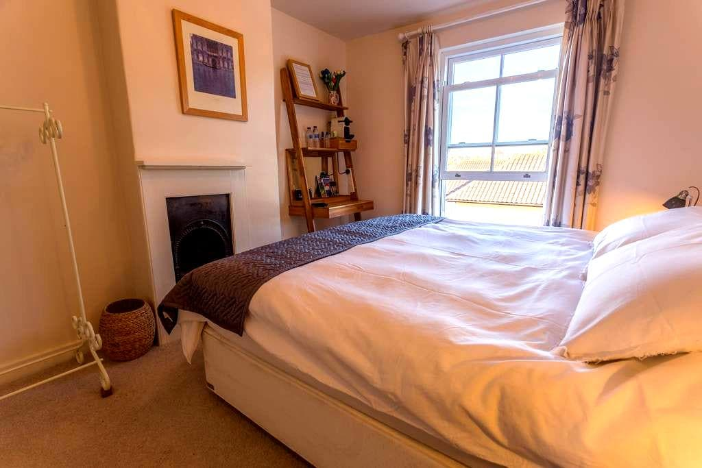 Lovely double or twin room near centre - Cowes - Hus