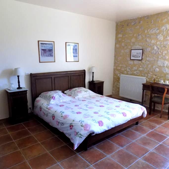 Chambre d'hôtes de charme pour 1 à 4 p,  piscine - Conne-de-Labarde - Bed & Breakfast