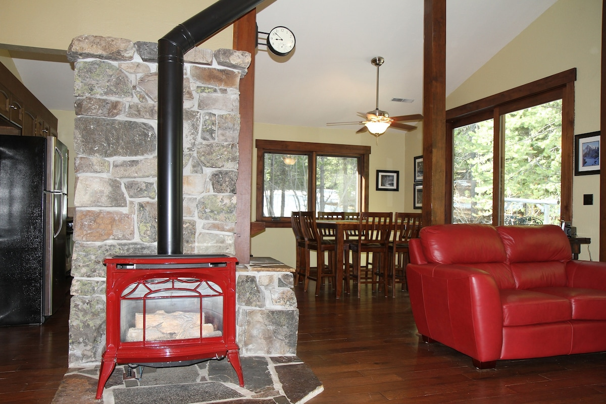 3 BR/2 BA in Tahoe Donner-Sleeps 10