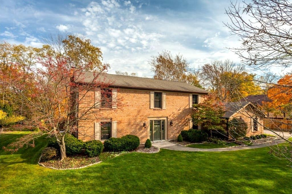 3,000 Sq Ft in a Great Location - Centerville - House