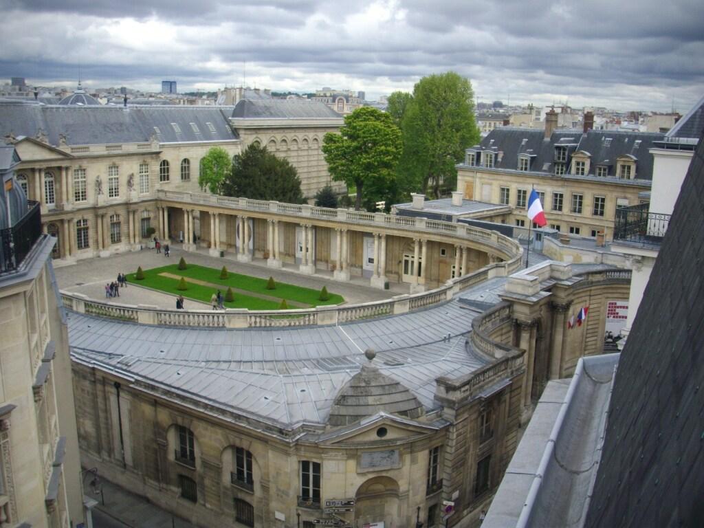 INDEPENDANT STUDIO IN PARIS CENTER