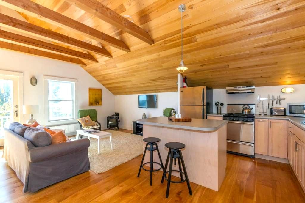 Waterfront--Contemporary Loft w/ Bold Ocean Views - Lincolnville - Loteng