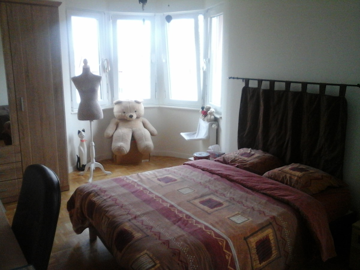 nice room near jardin des 2 rives