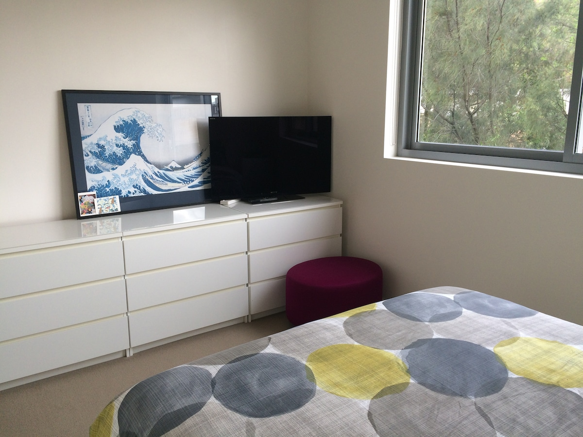 Surry Hills Private bed + bathroom