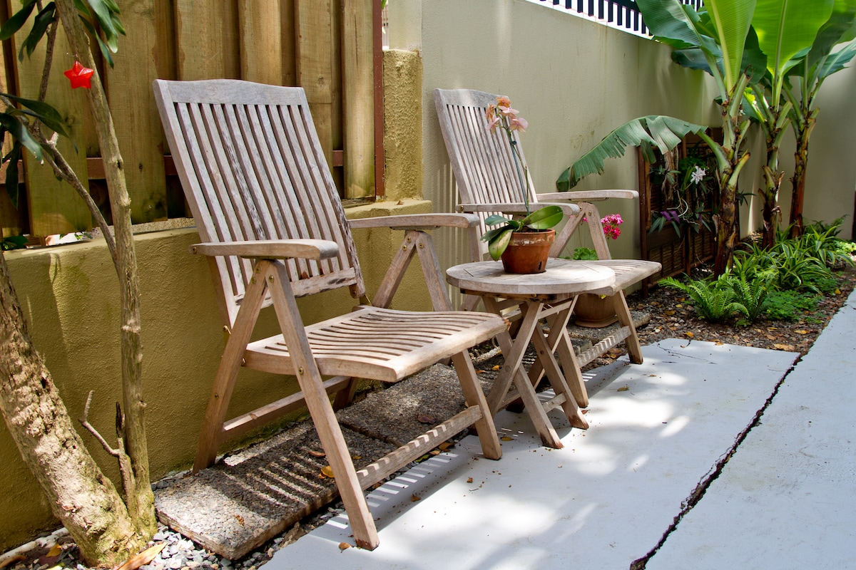 Cozy garden/beach studio