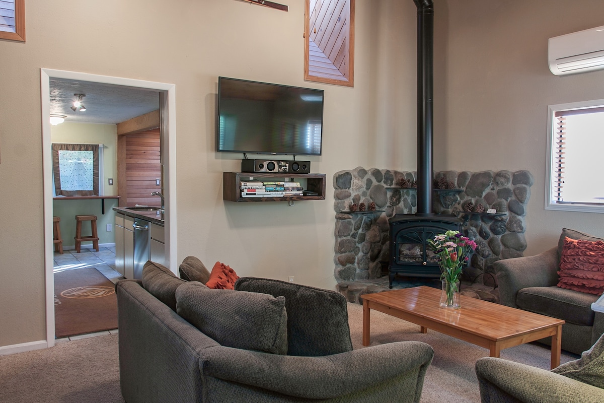 """Spacious living room with vaulted ceilings, skylights, gas fireplace, soundbar and 50"""" TV"""