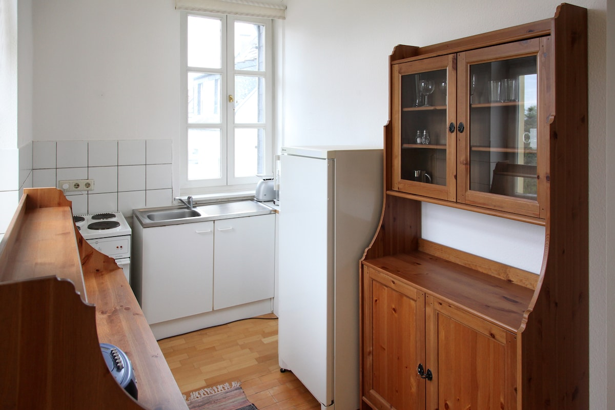 Kitchen is complete with all necessities. Die Küche in komplett