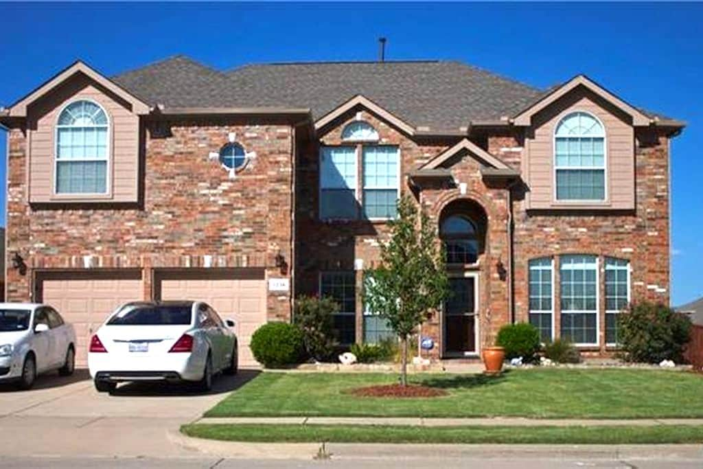 River Lake Suites - 2 bedrooms - 3 queen beds - Grand Prairie - House