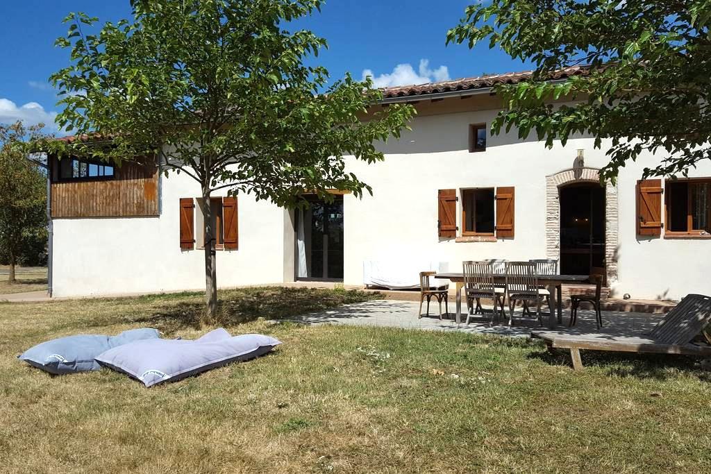 Belle et grande maison face aux Pyrénées - Maureville - 独立屋