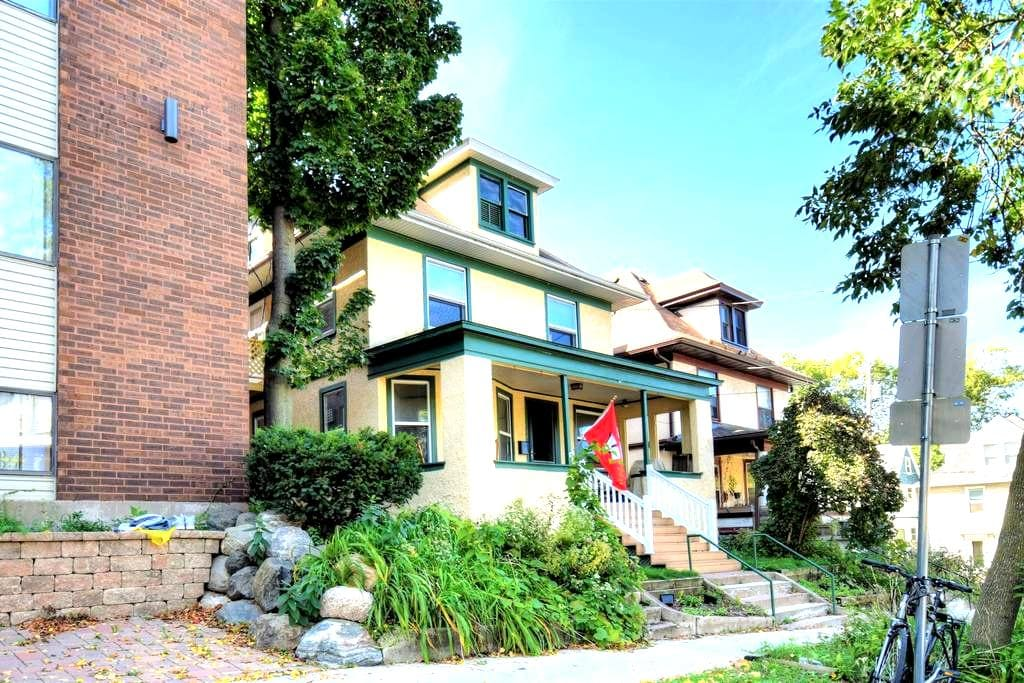 Experience Madison-Walking distance to everything! - Madison - House