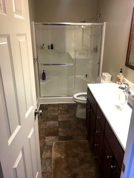 Perfect spot - 4 Beds, 3 FULL Baths - Culver - Huis