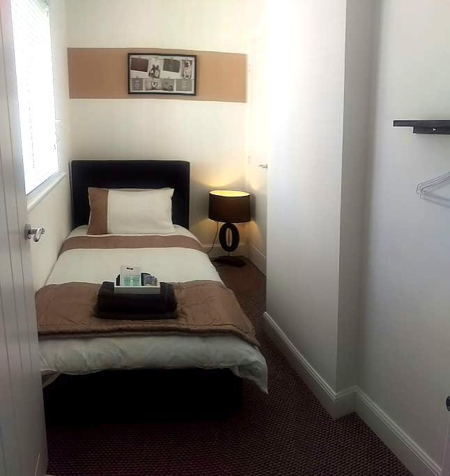 Comfy modern single room - Kirkliston - Maison