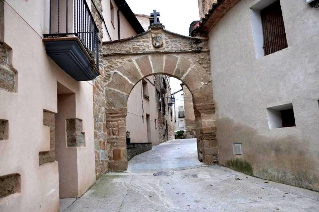"""Aparto Turismo Rural """"CASA PURROY"""" - El Grado - Apartment"""