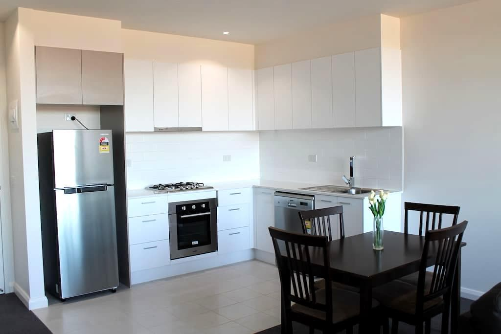 2BD Apartment with parking close to Melbourne - Maribyrnong - Apartamento